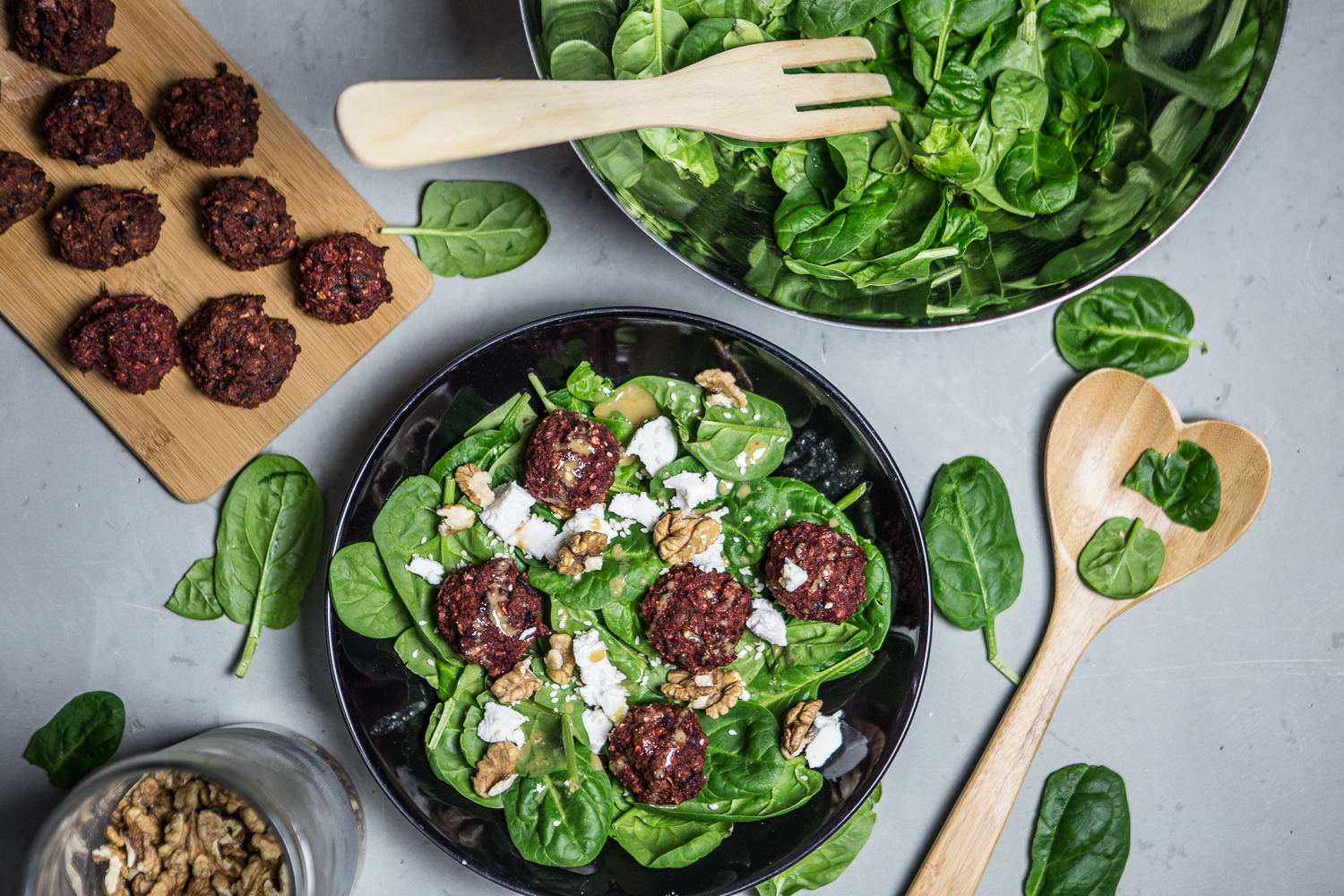 Salad with baked beet balls