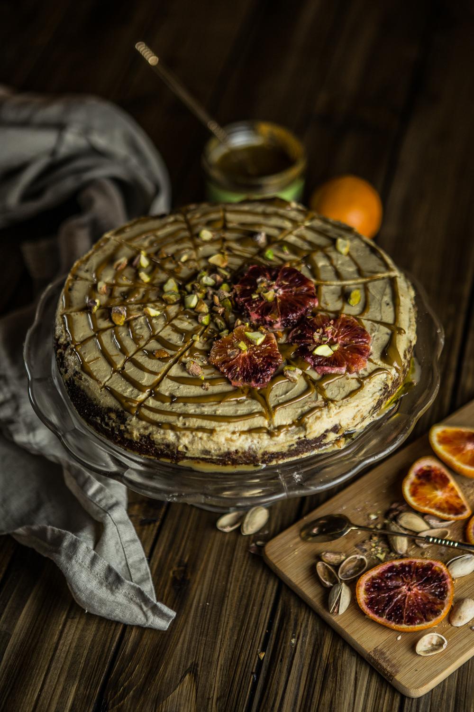 Vegan bezlepková mrkvová torta s mascarpone a pistáciami