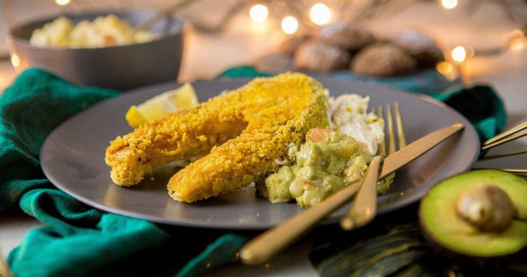 Vyprážaný kapor bez vajca a lepku so zemiakovým šalátom s bezvaječnou majonézou